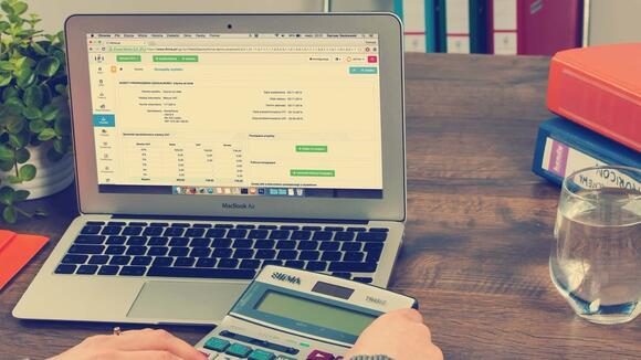 Is your business outgrowing your accounting software? (Infographic)