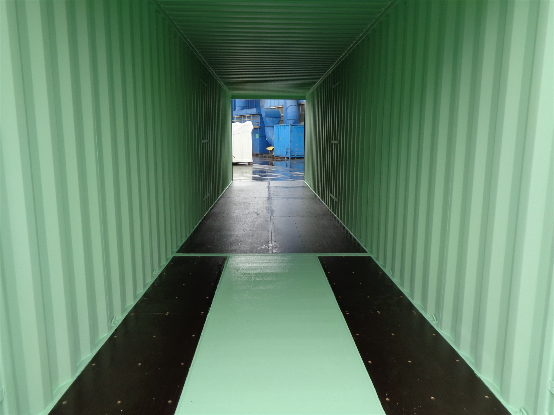 Container with doors on each end open 40