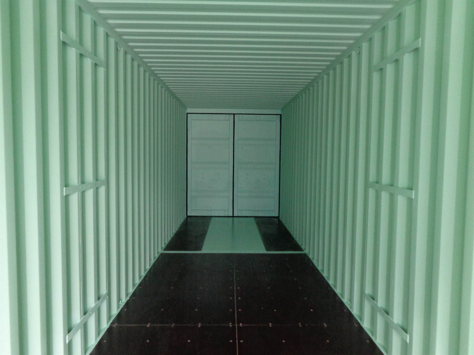 Container with doors on each end open one side 40 inside