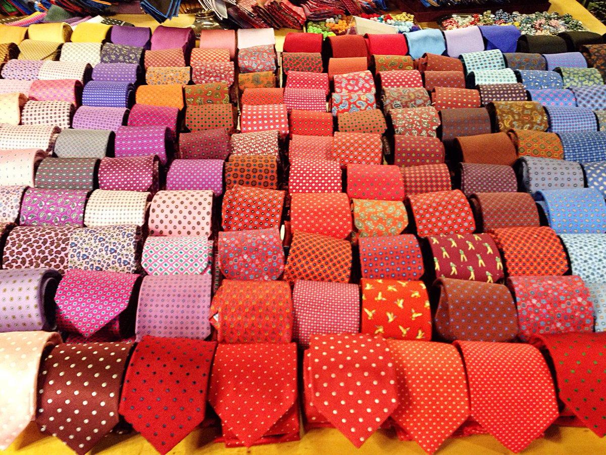 Un Accessorio Intramontabile: La Cravatta e Tipologie di Nodi