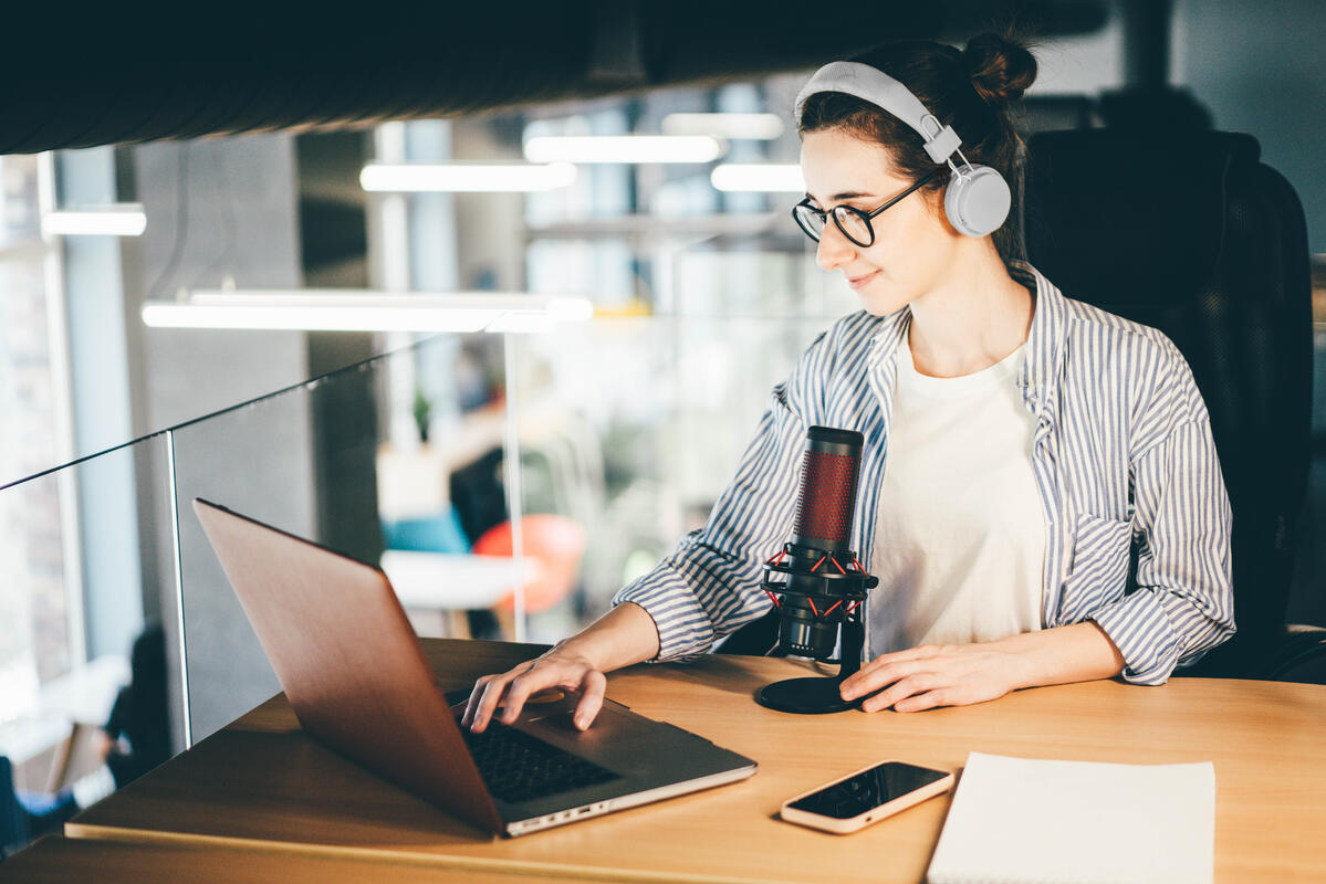 Why Starting a Fashion Blog and Podcast Is Worth the Time and Effort | MakersValley Blog