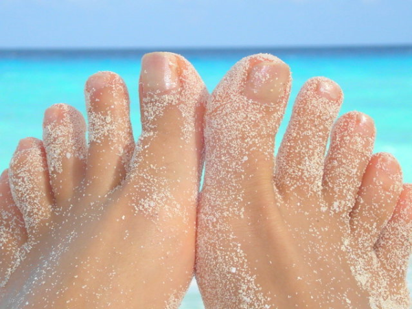 sunscreen in between toes