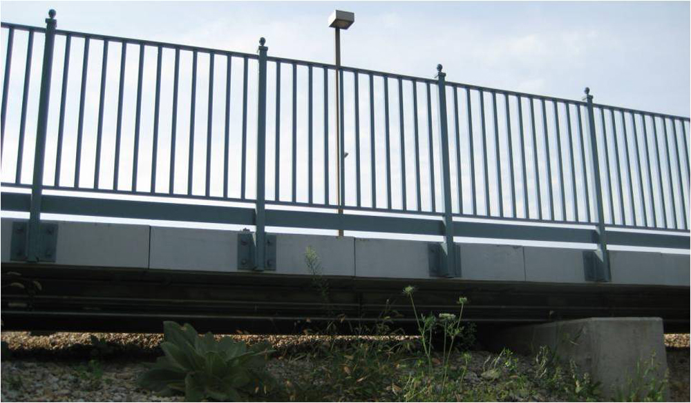 06-Railing-attached-to-edge-of-panels
