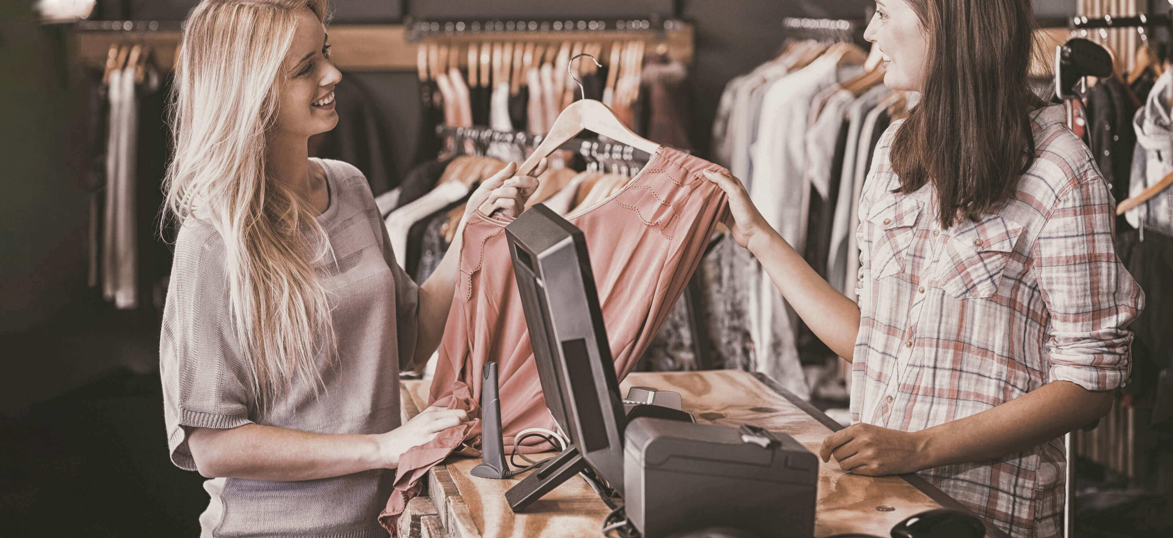MAIN-unified-commerce-payment-retail-sotre-head_118485404
