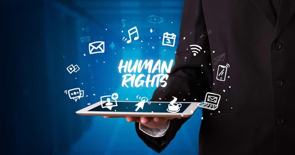 Human rights på et fat som er et nettbrett