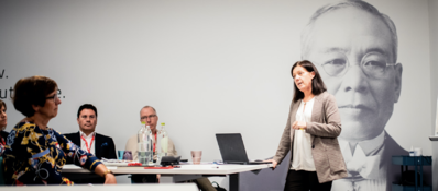reunión de equipo para la transformación lean de la organización