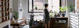 Trabajar de pie: qué ventajas para tus empleados