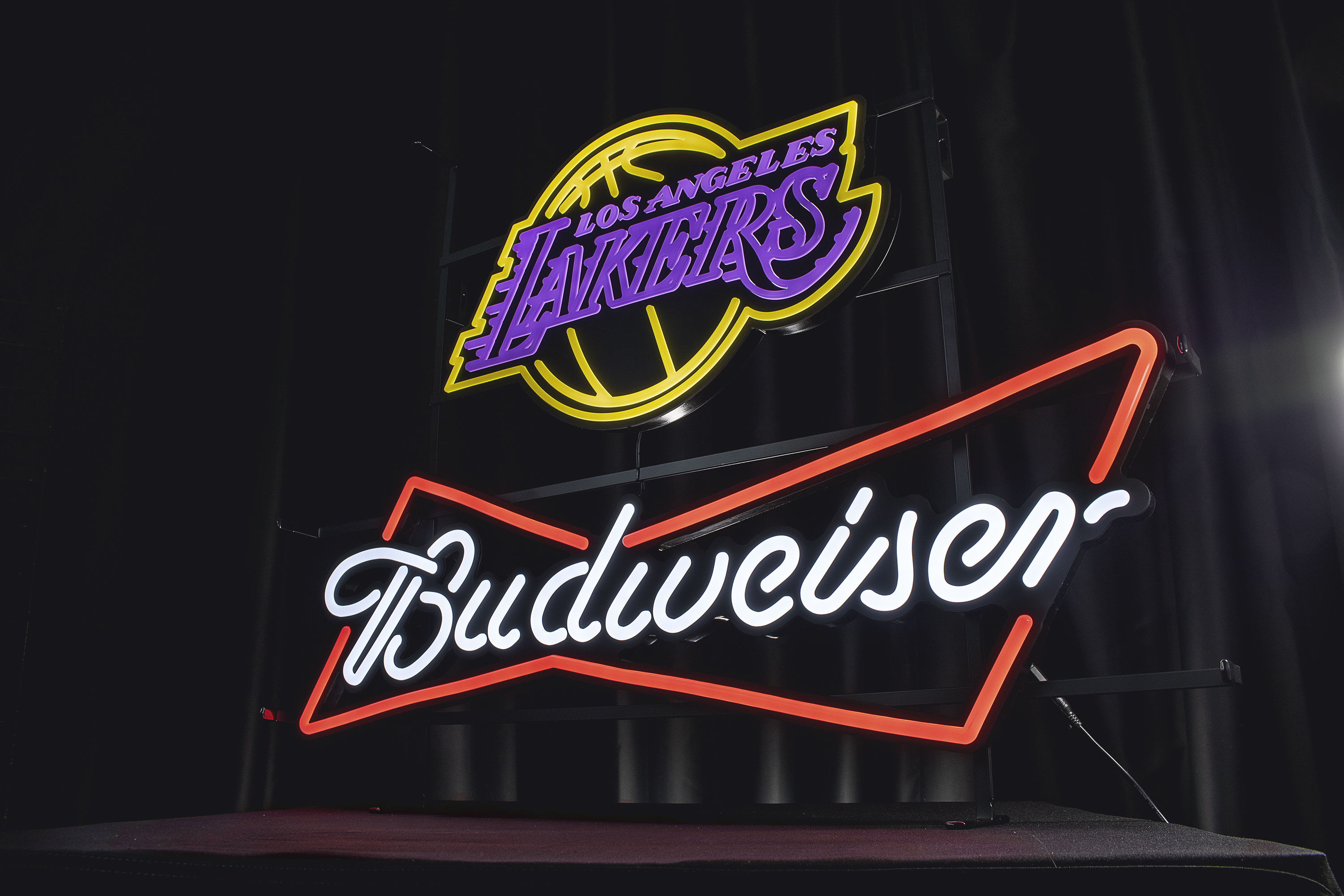 bud lakers wide angle front