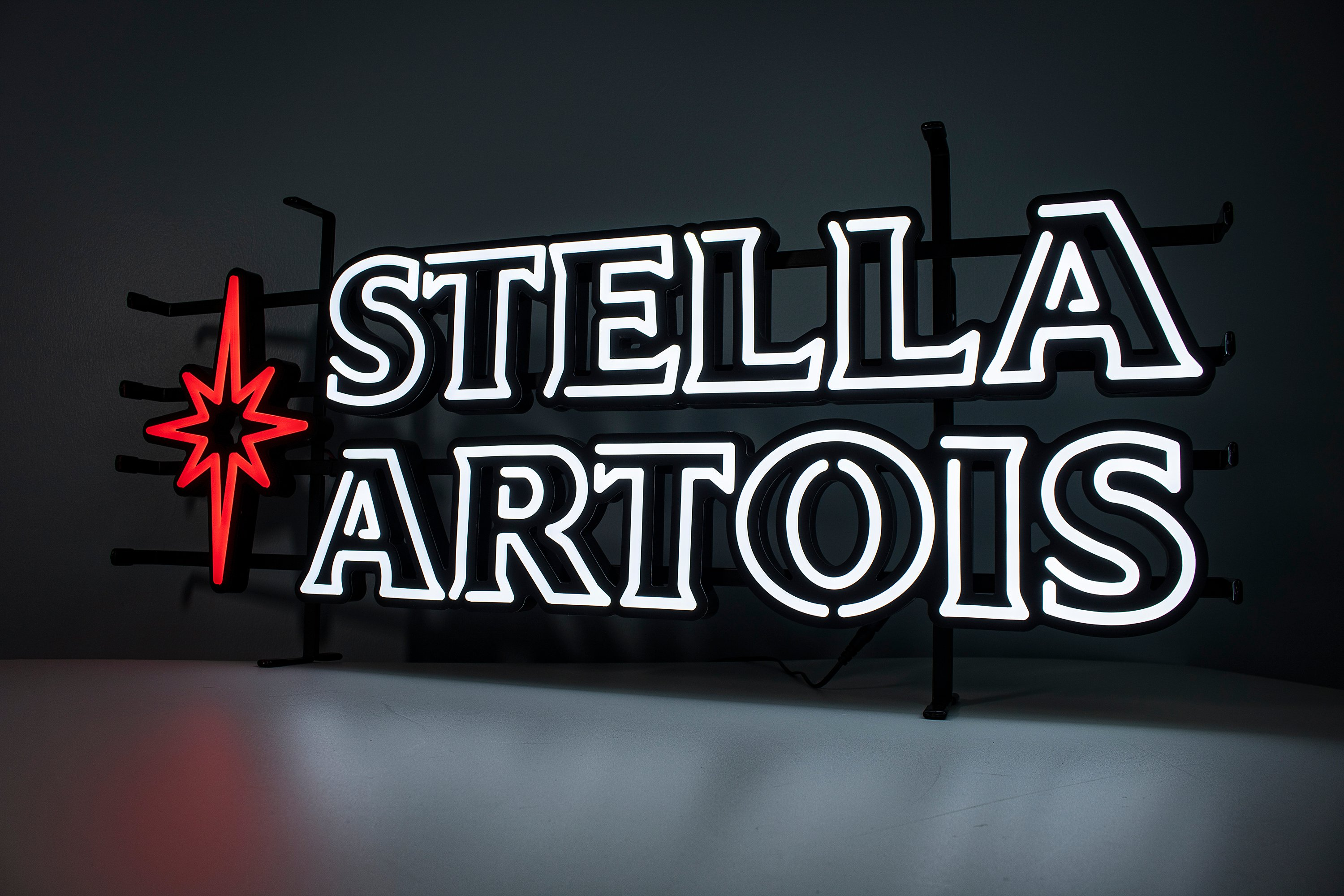 stella stand front a