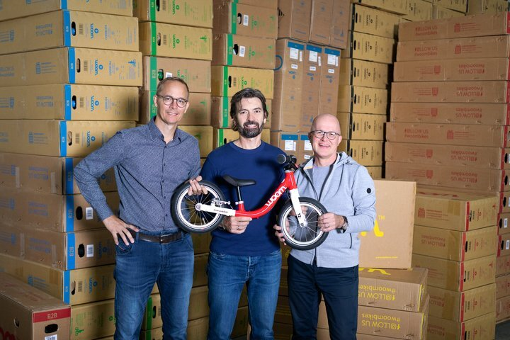 woom Gründer und Geschäftsführer Marcus Ihlenfeld & Christian Bezdeka mit CEO Guido Dohm