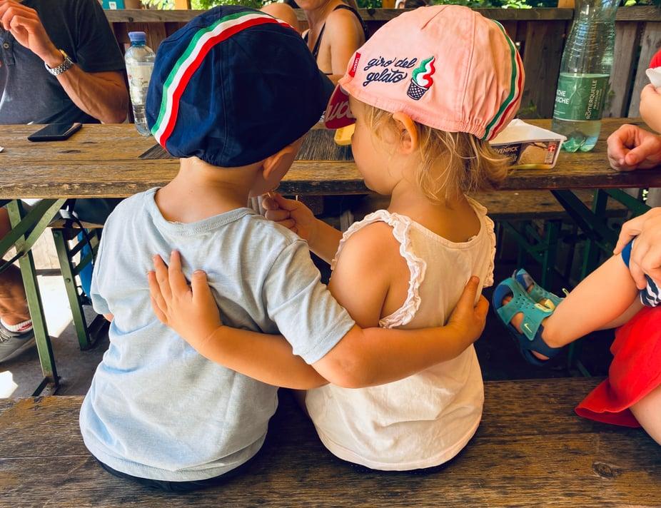 Zwei Kinder mit Eis bei dem Giro del Gelato 2020