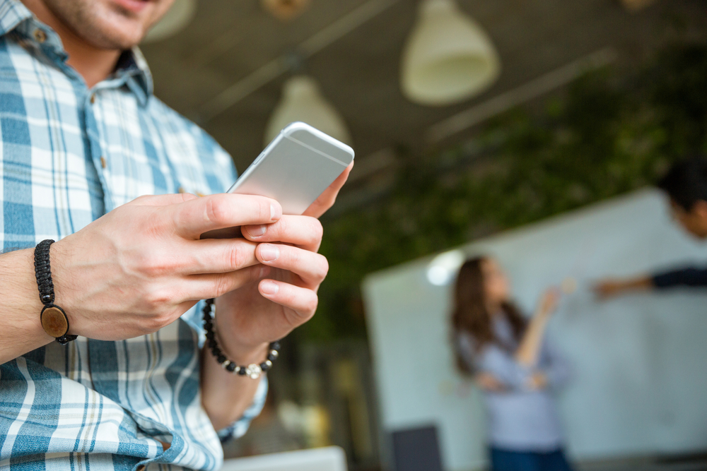 The Pros and Cons of a Mobile Phone Upgrade