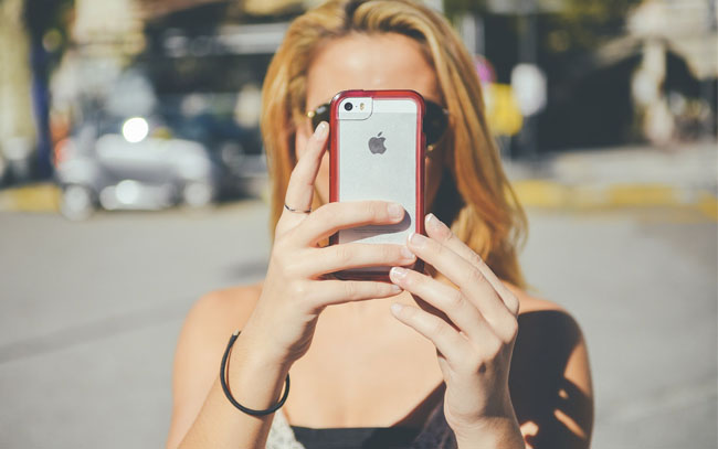 How Do I Get a Cell Phone When Teaching English Abroad?