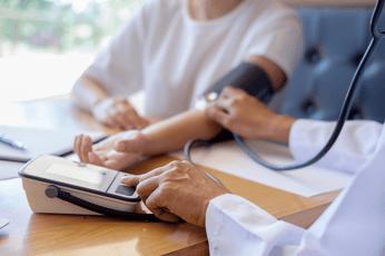 健康診断はどんな検査がある?実施前に知っておきたい種類や費用を解説