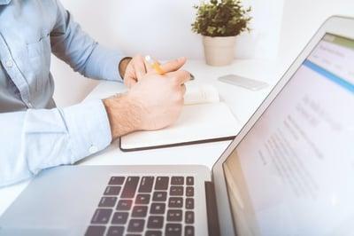 Bid manager aannemen of outsourcen?