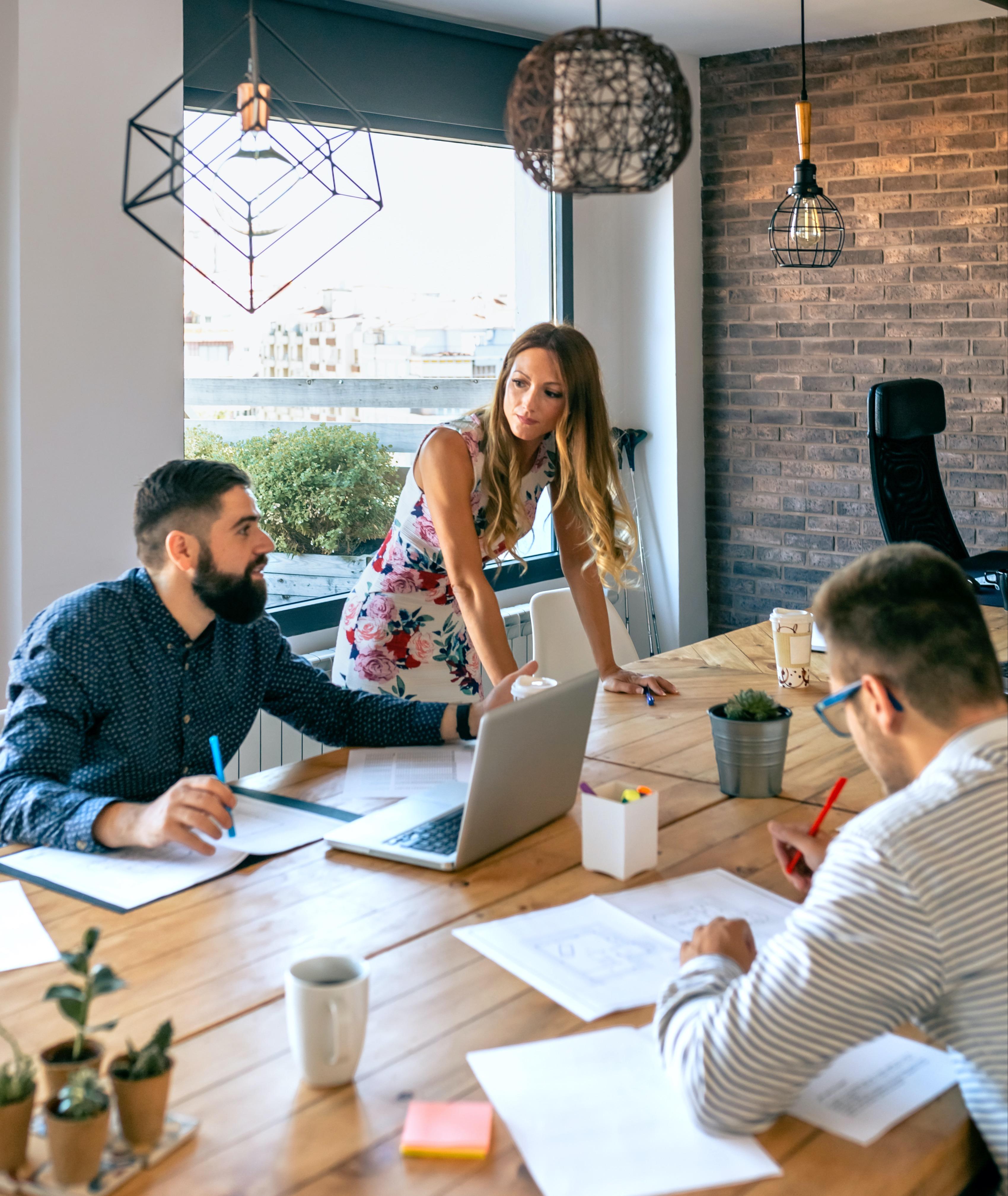 female-boss-supervising-work-meeting-JS7GAEU-1