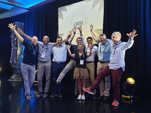 l'équipe WSI Francophone fête les trophées WSI